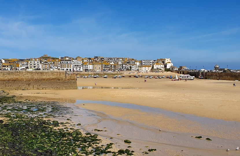 Scenic Photo of St Ives Harbour and houses on horizon